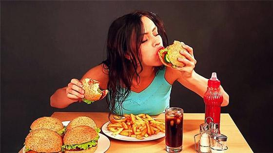 دراسة: الإفراط في تناول الطعام لا يسبب دائما زيادة في الوزن صورة رقم 1