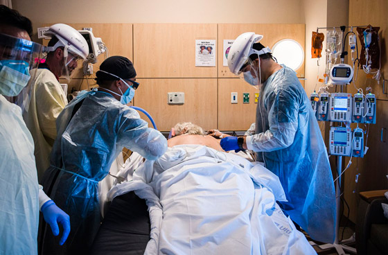 صورة رقم 2 - فيديو: ما الذي يحدث لمصاب بفيروس كورونا قبل أن يلفظ أنفاسه الأخيرة؟