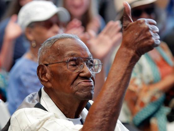 صورة رقم 8 - آخر جندي شارك بالحرب العالمية الثانية مازال على قيد الحياة بعمر 112