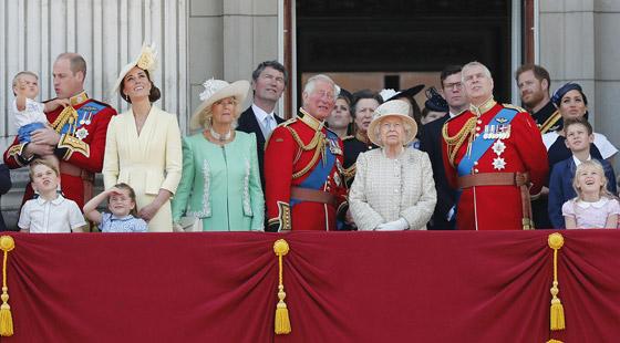 صورة رقم 5 - بعد ألف عام على تاريخها.. هل ستختفي الملكية البريطانية خلال جيلين؟