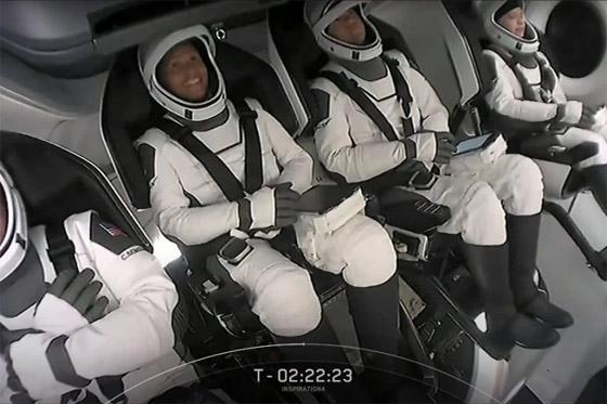 صورة رقم 21 - حدث تاريخي: إطلاق أول رحلة سياحية إلى الفضاء وعلى متنها مدنيون