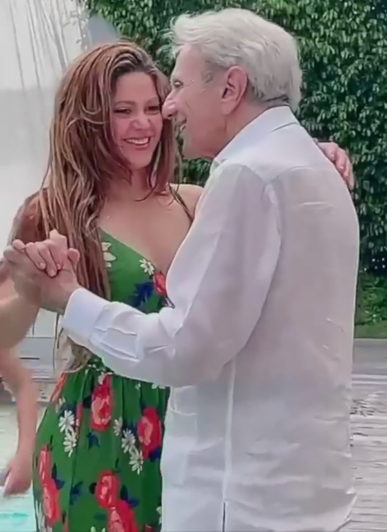 صورة رقم 2 - فيديو: شاكيرا ترقص مع والدها في عامه الـ90 وتشعل مواقع التواصل
