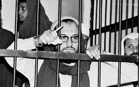 صورة رقم 8 - أيمن الظواهري: من جراح عيون إلى زعيم تنظيم القاعدة