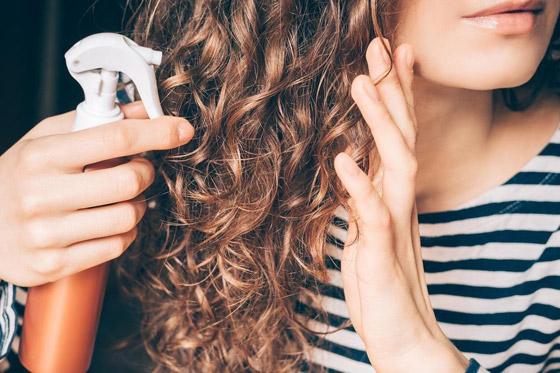 صورة رقم 1 - وصفات طبيعية سحرية.. بخاخ تكثيف الشعر بالشاي والزنجبيل