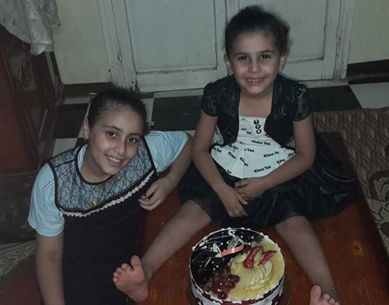 شهامة المصريين: أب فقير يصنع لابنته تورتة بسيطة ورد فعل الغرباء خيالي ومؤثر! صور صورة رقم 6