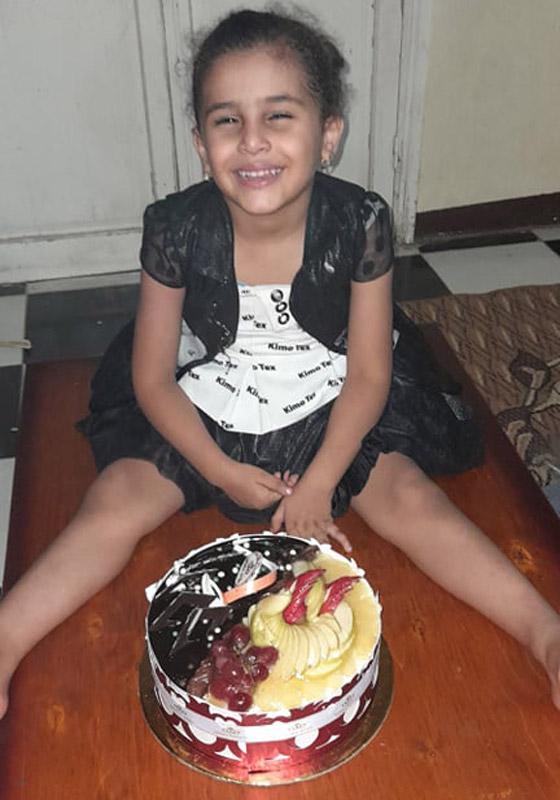 شهامة المصريين: أب فقير يصنع لابنته تورتة بسيطة ورد فعل الغرباء خيالي ومؤثر! صور صورة رقم 2