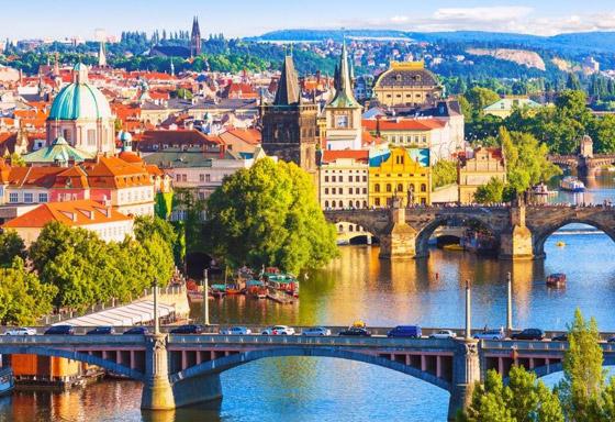 صورة رقم 1 - اختيار مدينة براغ السحرية كأجمل مدينة في العالم للعام 2021.. صور
