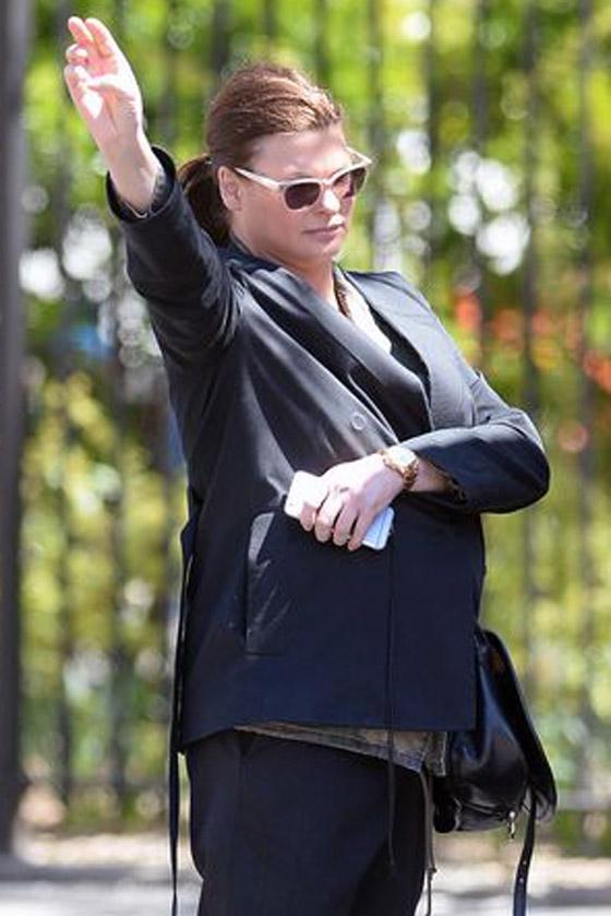 صورة رقم 9 - عارضة أزياء تطالب بـ50 مليون دولار تعويضا بعد تشوهها بعملية تجميل!