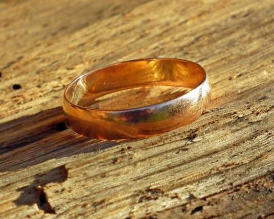 صدفة تقود زوجين لاستعادة خاتم زواجهما المفقود بأعماق البحار.. صور صورة رقم 1