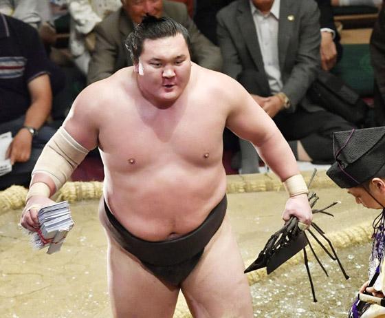 صورة رقم 14 - كورونا يتسبب بإنهاء مسيرة أعظم مصارع سومو بتاريخ الرياضة.. صور