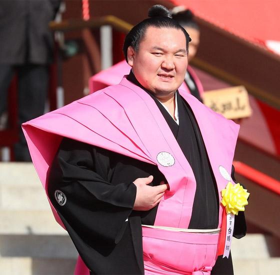 صورة رقم 1 - كورونا يتسبب بإنهاء مسيرة أعظم مصارع سومو بتاريخ الرياضة.. صور