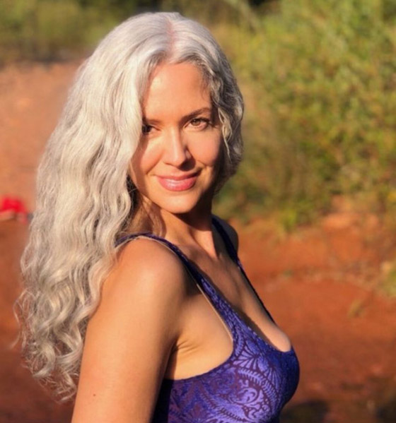 صورة رقم 3 - الشعر الرمادي يضيف 6 سنوات لعمر النساء