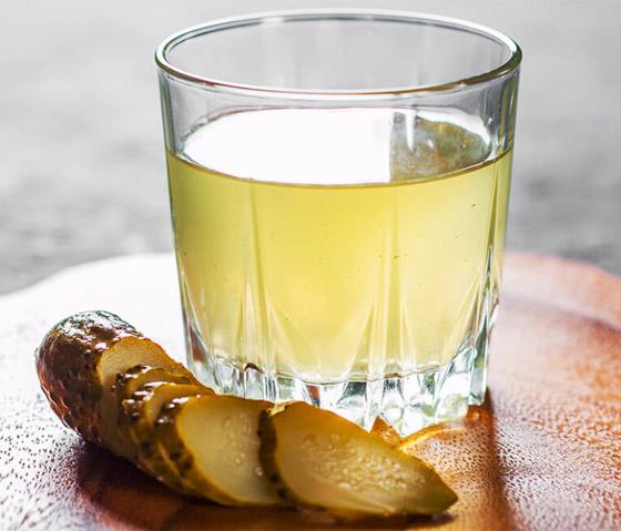 صورة رقم 5 - يساعد بفقدان الوزن وينظ م سكر الدم.. 6 فوائد مدهشة لشرب ماء المخلل