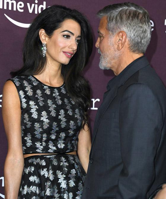 صورة رقم 13 - صور: أمل كلوني بإطلالة مذهلة في حفل افتتاح فيلم زوجها الجديد