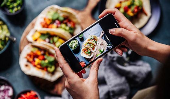 صورة رقم 1 - تحذير سيصدمكم.. لا تصوروا طعامكم وتنشروه بمواقع التواصل أبدا!