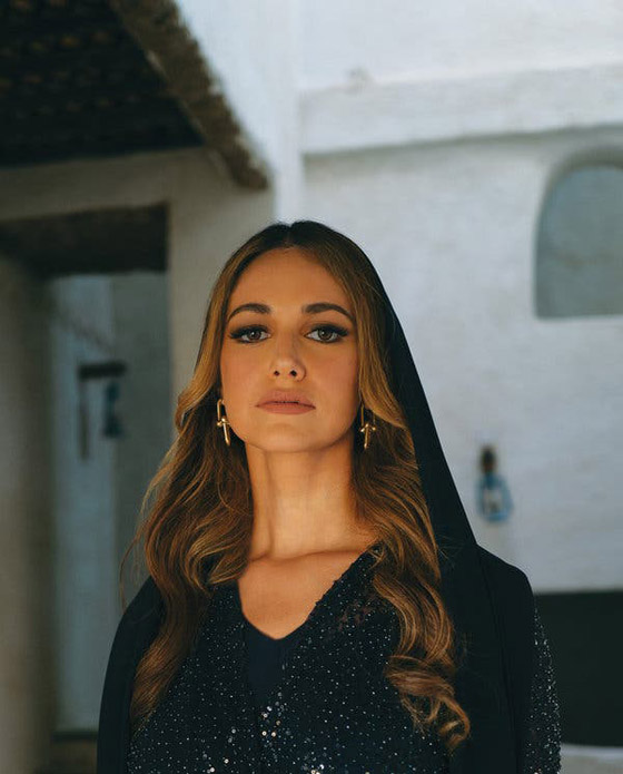 صورة رقم 2 - أميرة سعودية على غلاف مجلة ماري كلير .. وجمالها يخطف الأنظار