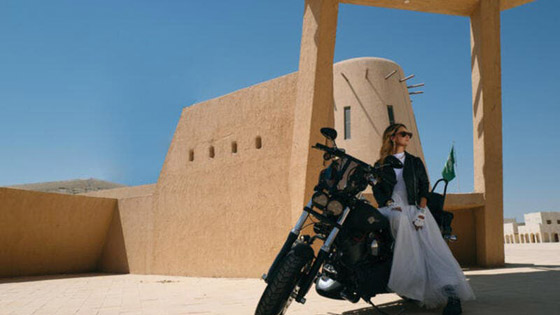 صورة رقم 1 - أميرة سعودية على غلاف مجلة ماري كلير .. وجمالها يخطف الأنظار