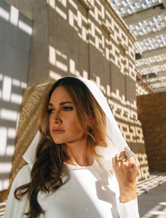 صورة رقم 3 - أميرة سعودية على غلاف مجلة ماري كلير .. وجمالها يخطف الأنظار