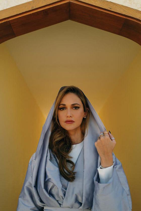 صورة رقم 4 - أميرة سعودية على غلاف مجلة ماري كلير .. وجمالها يخطف الأنظار