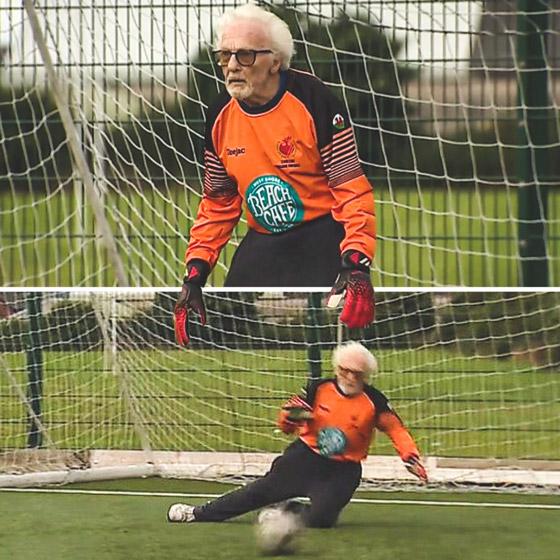 صورة رقم 1 - عجوز عمره 88 عاما لا يزال يلعب كحارس مرمى لفريق كرة قدم! فيديو