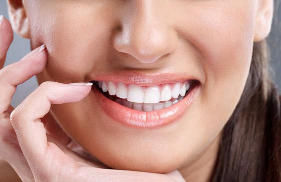صورة رقم 5 - إليكم طرق بسيطة وعلاجات طبيعية تساعدكم على تبييض أسنانكم