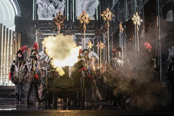 صورة رقم 4 - وفاة فنان على خشبة مسرح