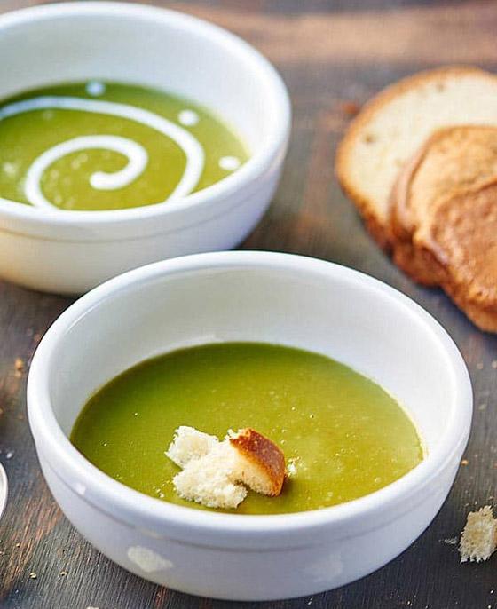 صورة رقم 7 - طريقة تحضير حساء السبانخ والبطاطا بالكريمة الشهي مع الخبز المحمص