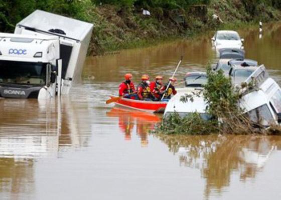 صورة رقم 5 - فيضانات كارثية تجتاح الصين.. قتلى بالمئات وخسائر بالمليارات
