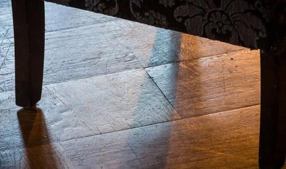 صورة رقم 4 - حيلة لإزالة الخدوش من الأرضيات الخشبية