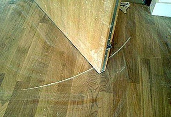 صورة رقم 5 - حيلة لإزالة الخدوش من الأرضيات الخشبية