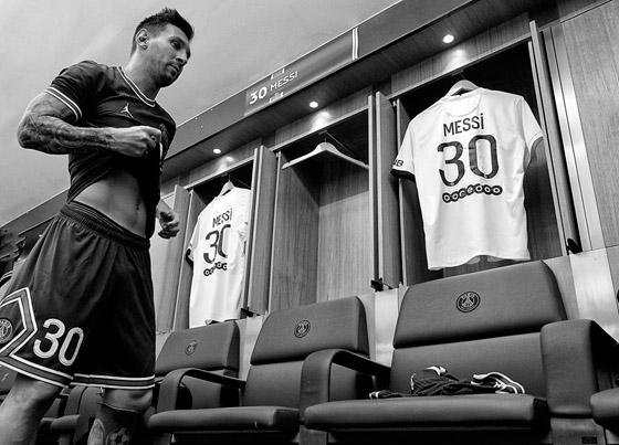 صورة رقم 10 - باريس سان جيرمان يتعاقد مع ميسي رسميا: عقده يمتد لعامين وسيحمل الرقم 30