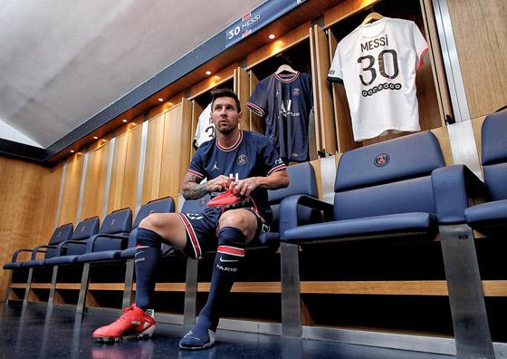 صورة رقم 4 - باريس سان جيرمان يتعاقد مع ميسي رسميا: عقده يمتد لعامين وسيحمل الرقم 30