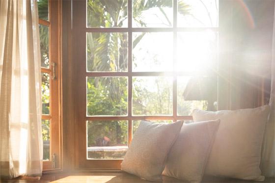 صورة رقم 2 - فتح النوافذ خطأ!.. 7 حيل للحفاظ على المنزل باردا من دون جهاز تكييف