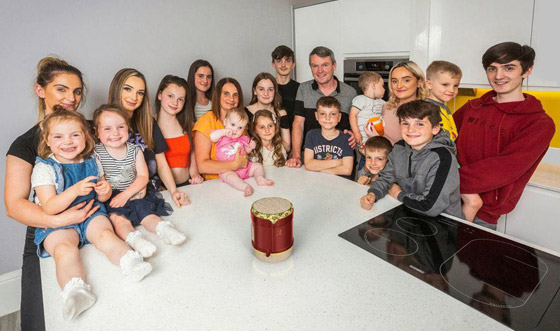 صورة رقم 5 - فيديو وصور: أم أكبر عائلة بريطانية (22 ولدا وبنتا) تروي أطرف وأصعب المواقف