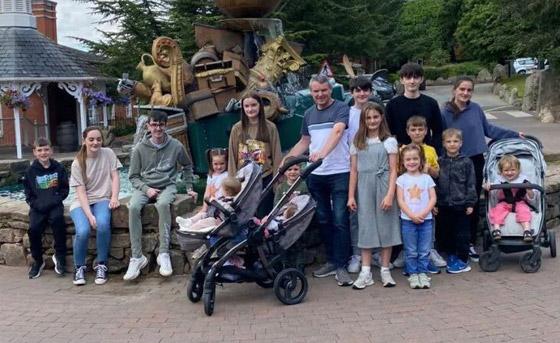 صورة رقم 6 - فيديو وصور: أم أكبر عائلة بريطانية (22 ولدا وبنتا) تروي أطرف وأصعب المواقف