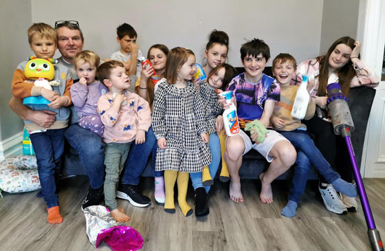 صورة رقم 12 - فيديو وصور: أم أكبر عائلة بريطانية (22 ولدا وبنتا) تروي أطرف وأصعب المواقف