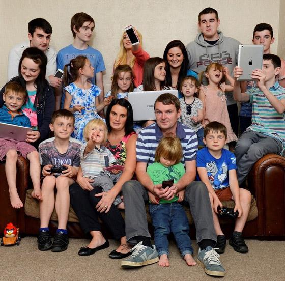 صورة رقم 13 - فيديو وصور: أم أكبر عائلة بريطانية (22 ولدا وبنتا) تروي أطرف وأصعب المواقف