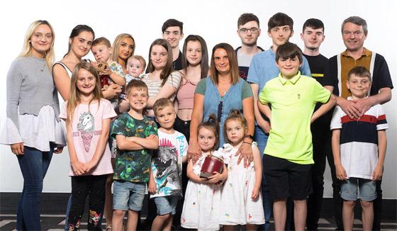 صورة رقم 15 - فيديو وصور: أم أكبر عائلة بريطانية (22 ولدا وبنتا) تروي أطرف وأصعب المواقف