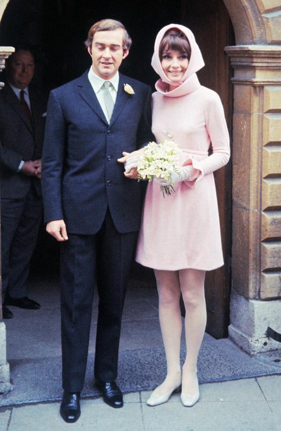 صورة رقم 3 - صور 10 عرائس شهيرات ارتدين فساتين زفاف جميلة وغريبة لا تنسى..