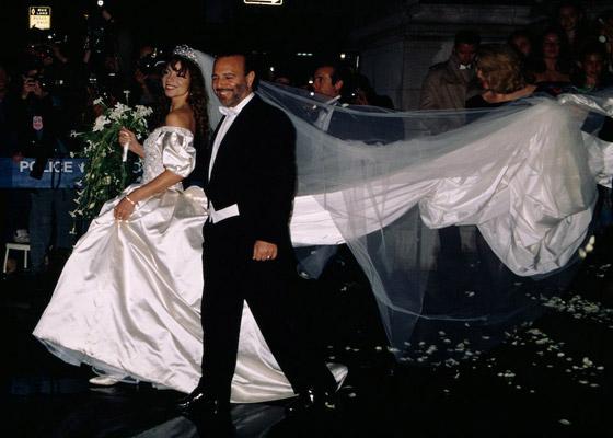 صورة رقم 4 - صور 10 عرائس شهيرات ارتدين فساتين زفاف جميلة وغريبة لا تنسى..