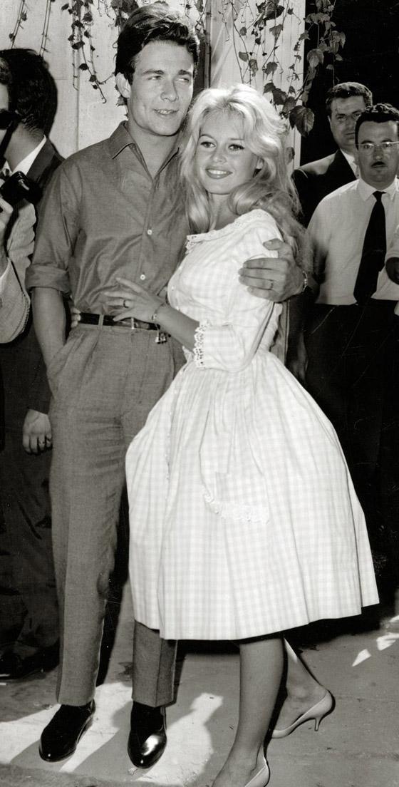 صورة رقم 9 - صور 10 عرائس شهيرات ارتدين فساتين زفاف جميلة وغريبة لا تنسى..