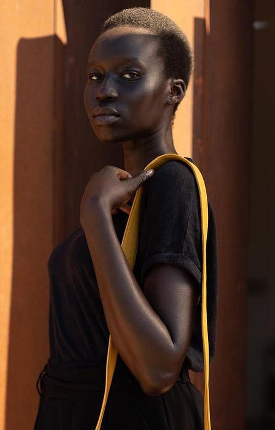 صورة رقم 6 - فيديو وصور: عارضة أزياء سودانية تحارب العنصرية بطريقة أثارت استحسان الجمهور