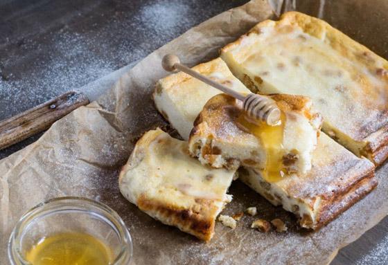 صورة رقم 1 - إليكم طريقة تحضير فطيرة الأجبان بالعسل الشهية والسهلة