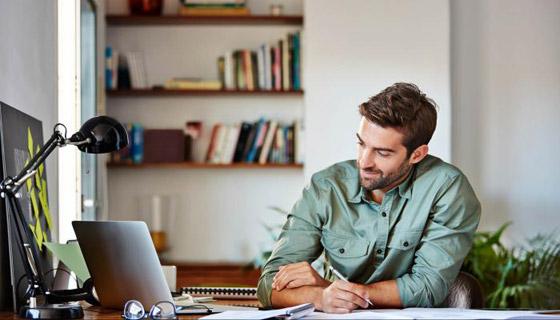 صورة رقم 1 - كيف تحصل على إضاءة جيدة لمكتبك المنزلي؟