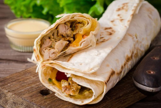 صورة رقم 1 - إليكم طريقة تحضير شاورما الدجاج الصحية واللذيذة للرجيم
