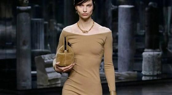 صورة رقم 1 - الفستان التريكو نجم موضة الخريف