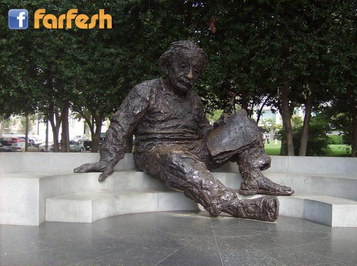 لا تحاول أن تكون رجلاً ناجحاً، بل أن تكون رجلاً عظيماً  ـ اينشتاين