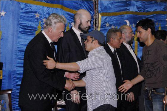 بالصور: عزت ابو عوف يغرق بالبكاء أثناء عزاء زوجته  صورة رقم 4