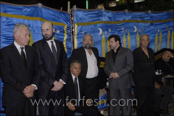 بالصور: عزت ابو عوف يغرق بالبكاء أثناء عزاء زوجته  صورة رقم 16
