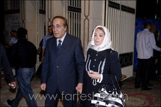 بالصور: عزت ابو عوف يغرق بالبكاء أثناء عزاء زوجته  صورة رقم 21